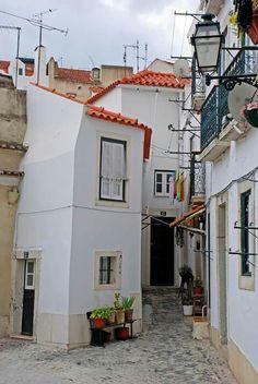 Small town #lisboa #portugal #bw ©Luís Novo