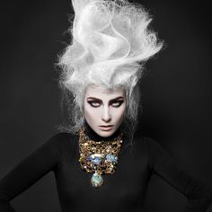 Necklaces Photography Artistic hair styling>> Reminds me of a fierce Marie Antoinette :) High Fashion Hair, High Fashion Makeup, Creative Hairstyles, Up Hairstyles, Crazy Hair, Big Hair, Dark Beauty Magazine, Avant Garde Hair, Corte Y Color