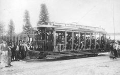 Inauguração da primeira linha de bonde para o Bom Retiro, em 12 de Maio de 1900. A primeira linha de bonde de São Paulo data de 7 de Maio de 1900.
