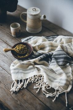 With a unique woven design, perfect for use in the kitchen, bathroom, as a baby muslin or a decorative covering for your favourite surface, this Organic cotton hand towel is also better for your skin and the planet.