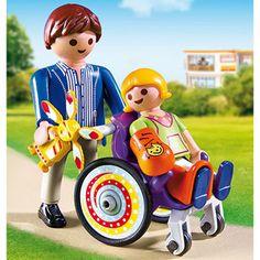 Enfant avec fauteuil roulant et papa - 6663