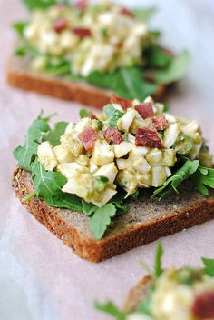 Egg White and Avocado Salad Toast | 27 Healthy Breakfasts Under 400 Calories For When You're In A Rush