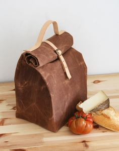 MILHOMES    Lunch Bag With Leather Handle And Closure