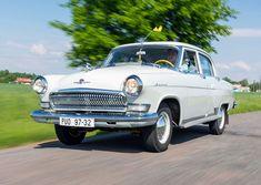 Volha 21 platila za překvapivě moderní automobil. A zároveň byla tím nejlepším autem, jaký si mohl soukromník za vlády jedné strany pořídit. Levná ovšem zdaleka nebyla. Antique Cars, Antiques, Vehicles, Motorbikes, Automobile, Vintage Cars, Antiquities, Antique, Car