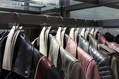 가죽자켓하면 떠오르는 올세인츠(ALLSAINTS). 봄 컬러를 담은 자켓을 갤러리아명품관 WEST 3층에서 만나볼 수 있습니다.