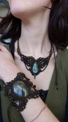 Macrame bracelet with labradorite gemstone. by AbstractikaCrafts