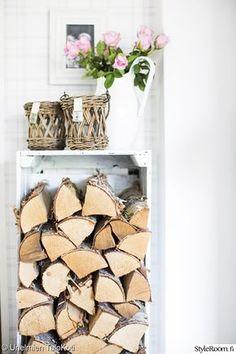 mökki,säilytyslaatikko,puulaatikko,klapihylly,polttopuut Decorating Your Home, Interior Decorating, Cool Ideas, Firewood, Cottage Ideas, Crafts, Countryside, Vintage, Beach House