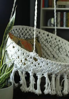 DIY Dorm Room Decor Ideas - Hanging Macramé Chair - Cheap DIY Dorm Decor Projects for College Rooms - Cool Crafts, Wall Art, Easy Organization for Girls - Fun DYI Tutorials for Teens and College Students Macrame Hanging Chair, Macrame Chairs, Diy Hanging, Hanging Chairs, Hanging Beds, Woven Chair, Hanging Decorations, Macrame Art, Macrame Knots
