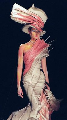 A model presents a pink and ecru hand painted silk taffeta and silk tulle dress by John Galliano, 17 January 2000 for the Christian Dior Haute Couture Spring-Summer 2000 collection inspired by. Get premium, high resolution news photos at Getty Images John Galliano, Galliano Dior, Dior Fashion, Fashion Art, Runway Fashion, Womens Fashion, Fashion Design, Dior Haute Couture, Christian Dior