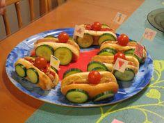 Eletään Hetkessä: Ralliauto-hotdogit Zucchini, Sushi, Vegetables, Ethnic Recipes, Food, Essen, Vegetable Recipes, Meals, Yemek