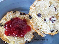 Τα σερβίρουμε με σπιτική μαρμελάδα για ένα υπέροχο πρωινό! Υλικά για 12 scones : 500 φαρίνα (αλεύρι που φουσκώνει μόνο του) 100 γ...