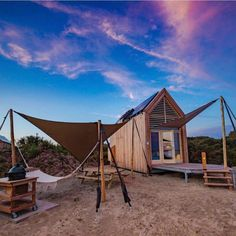 Qurios Grevelingenstrand - eco tiny houses | Bijzonder Plekje Weekender, Holiday Places, Camping Glamping, Staycation, Netherlands, Tiny House, Places To Go, House Design, Cabin
