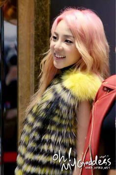 vote for dara South Korean Girls, Korean Girl Groups, 2ne1 Dara, Pretty Hair Color, Sandara Park, Jack Black, Celebrity Gossip, Girls Generation, Pretty Hairstyles