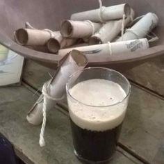 Cerveja Naughty Grog, estilo Black IPA, produzida por Weird Barrel Brewing Co, Brasil. 7.8% ABV de álcool.