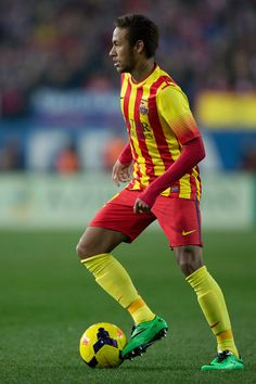 Neymar of FC Barcelona controls the ball during the La Liga match between Club Atletico de Madrid and FC Barcelona at Vicente Calderon Stadium on January 11, 2014 in Madrid, Spain.