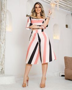 Super stripes Fashion Trends style is a very famous style in the world. Classy Outfits, Chic Outfits, Fashion Outfits, Fashion Trends, Cute Fashion, Girl Fashion, African Fashion Dresses, Two Piece Dress, Skirt Outfits
