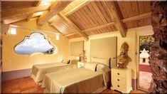 Kis tetőtéri szoba berendezése Hogyan rendezzük be a tetőteret Tetőtéri szoba gyerekeknek Tetőtéri lakás kialakítása Tetőtéri szoba design Tetőtéri szoba bútor Tetőtéri háló Ferde fal dekoráció (Luxuslakások, ház)