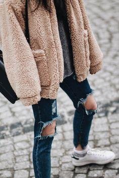 BEANIE TIME – Belle Melange ripped jeans / teddy coat / cozy jumper