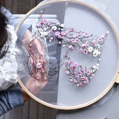 How to make embroidery hoop art with dried flowers. Olga Prinku shares her simple step by step DIY tutorial to create your own alphabet initial hoop with hydrangea, eucalyptus, mimosa and spring flowe Embroidery Hoop Crafts, Embroidery Art, Embroidery Stitches, Embroidery Patterns, Diy Broderie, Flower Crafts, Spring Flowers, Dried Flowers, Initials