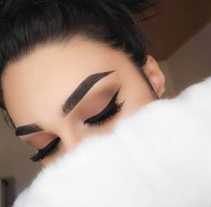 Imagem de makeup, eyebrows, and beauty