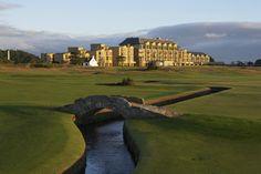 Pont et hôtel sur le parcours du Old Course à St Andrews