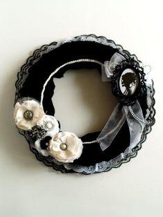pretty gothic halloween wreath