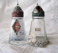 I love these vintage salt & pepper shakers decorated with Art Glitter