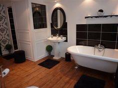 Black and white bathroom in classic-baroque style | Salle de bain blanche et noire au style classique et baroque