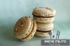 One of my latest macaron creations were these Hazelnut Praline Macarons. I love the combination of hazelnuts with chocolate and I love maca. French Macarons Recipe, Macaron Recipe, Hazelnut Praline, Chocolate Hazelnut, Macaroons, French Cookies, Something Sweet, Cookie Bars, Tart