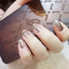 metallic x marble  #셀프네일 #cute #metallicnails #fashion #art #watercolor #beauty #ネイルサロン #blingblingnails nails #naildesign #nailsalon #selfnail #nail #네일 #design #polish #wedding #watercolornail #ネイルアート #pikapika_nails #ネイル #nailswag #nailart #수채화네일 #젤아트 #starrynails #gelnail #mirrornails #nailpolish #shatteredglassnails