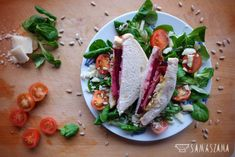 Beet sandwiches can be served hot or cold and can be combined in many ways to add your favourite ingredients: fish, meat or cheese. The recipe includes toast with smoked cheese, Parma ham and roasted sunflower. They taste best served with balsamic sauce and a light salad.