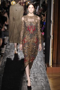 Valentino Fall Couture 2013 - Slideshow I love this dress, I wonder what was inspiration?