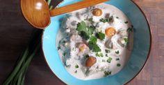 Soupe asiatique de poulet parfumée. Une soupe consistante à base de poulet, lait de noix de coco, champignons et parfums asisatiques.. La recette par JE CUISINE DONC JE SUIS.