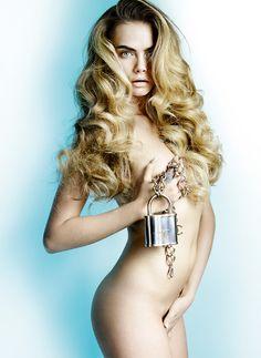 """Cara Delevingne tirou a roupa pra Allure! Pra edição anual da revista de beleza """"Best Of Beauty"""", a modelo inglesa posou pras lentes de Mario Testino!"""