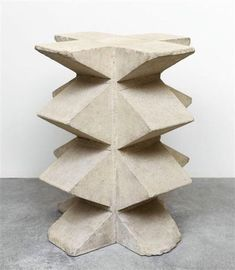 Beautiful sculptural Side Table with angular lines by Constantin Brancusi - Socle, 1920 Abstract Sculpture, Sculpture Art, Concrete Sculpture, Contemporary Sculpture, Contemporary Art, Brancusi Sculpture, Paperclay, Art Moderne, Action Painting
