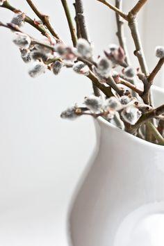 white vase from pols potten/hviit.no