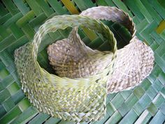 Card Weaving, Weaving Art, Weaving Patterns, Basket Weaving, Flax Weaving, Flax Flowers, Maori Art, Weaving Techniques, Diy Projects To Try