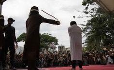 Indonesia+2+/+Giovani+fustigati+perché+gay