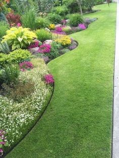 """Simple Front Yard Landscaping Ideas on A Budget 2018 I """"Love"""" the Perfect Edging! 18 Splendid Front Yard Landscaping Ideas and Garden DesignI """"Love"""" the Perfect Edging! 18 Splendid Front Yard Landscaping Ideas and Garden Design Beautiful Flowers Garden, Beautiful Gardens, Flower Garden Design, House Garden Design, Garden Design Ideas, Flower Garden Borders, Front Yard Garden Design, Garden Front Of House, Garden Border Edging"""