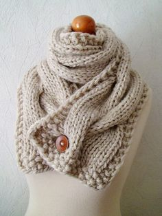 I love this single button scarf! Another crochet project to add to my list. - Click image to find more DIY & Crafts Pinterest pins