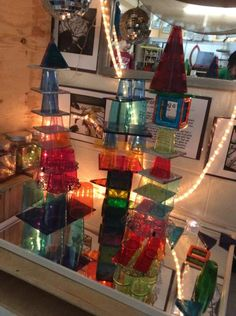 The introduction of tin tiles to our mirror and light area opened up new possibilities for building creatively. Kids Art Space, Art For Kids, Reggio Children, Reggio Emilia Classroom, Block Area, Tin Tiles, Space Activities, Inspired Learning, Learning Spaces