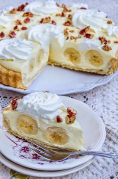 Cake with olives and feta - Clean Eating Snacks Easy Desserts, Delicious Desserts, Yummy Food, Sweet Recipes, Cake Recipes, Romanian Desserts, Sweet Tarts, Pie Dessert, Savoury Cake
