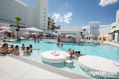 Whether you're looking to wind down or throw down, there's a Las Vegas pool with your name all over it. Here are our favorite Vegas pools for partying and relaxing. Florida Hotels, Naples Florida, Best Pools In Vegas, Palazzo Las Vegas, Vegas Vacation, Las Vegas Shopping, Beste Hotels, Hotel Pool, Restaurants