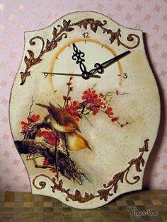 Часы с объемным орнаментом http://dcpg.ru/mclasses/664/ Click on photo to see more! Нажмите на фото чтобы увидеть больше! decoupage art craft handmade home decor DIY do it yourself clock tutorial Materials and techniques: paint varnish etc.