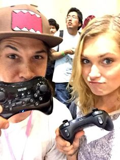 Bob Morley and Eliza Jane Taylor playing Mario Kart at SuperCon    The 100 cast    Beliza    Bellarke    Bellamy Blake and Clarke Griffin