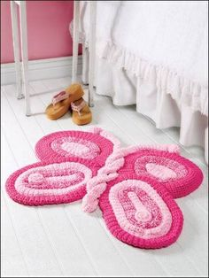 crochet butterfly rug ***use knitting ring*** Crochet Home Decor, Crochet Crafts, Yarn Crafts, Crochet Projects, Knit Or Crochet, Crochet For Kids, Crochet Toys, Crochet Butterfly, Pink Butterfly
