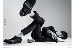 Oscar Kindelan kicks his feet up for a spread in Esquire España. On the heels of a new Furla campaign, Oscar appears in the magazine's November 2017 issue. The Spanish model warms up to cozy Human Poses Reference, Pose Reference Photo, Poses For Men, Male Poses, Male Photography, Fashion Photography, Foto Fashion, Fashion Poses, Fashion Vest