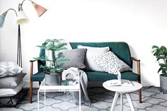 Emerald green mid-century sofa. Clever small space style in Stockholm. Historiska Hem