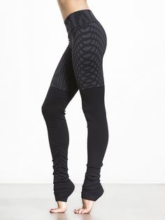 Find your chi in these ribbed leggings by Alo Yoga. Appropriately named considering the endless benefits (fabric slimming effects, moisture wicking and more), these leggings let you be your most powerful goddess-like self.