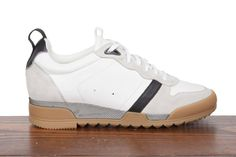 Rag & Bone low trainer in white.